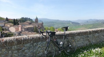 Cycling between History and Flavors of Romagna